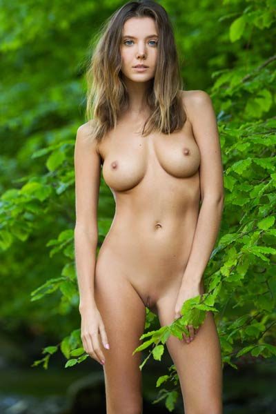 Model Clover in Femjoy
