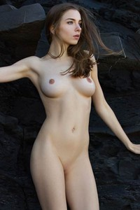 Size 20 nude model